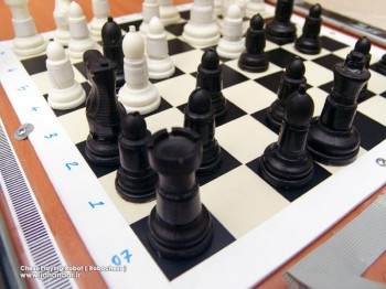 n_1232699937_chess_playing_robot_pic9
